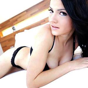 Agnese sehr dünne Escort Hure Berlin Striptease Sex Massage