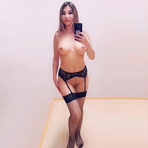 Escort Hure Alexa Asien sucht Ihn für diskrete Sex Dates Berlin im Stundenzimmer