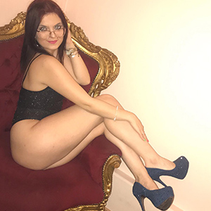 Amaretta Red Top Model mit roten Haaren Sex mit Körperbesamung