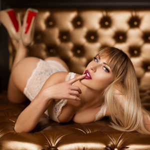 April Privat Callgirl in Berlin mit knackigen Hintern & festen Busen
