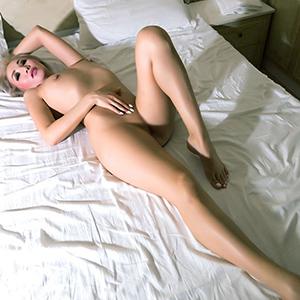Extrem dünn sehr groß attraktive Escort Dame Ashley in Berlin für Sex nach Hause bestellen