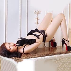 Barby Asia zierliche junge Escort Asiatin liebt romantische Sex Stunden in diskreten Orten Berlin
