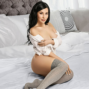 Single Lady Bianka Top offers love for sale with kissing service through the Berlin escort agency