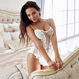 Brianna VIP Escort Ladie in Berlin mit schönen Titten für Sex zum Hotel bestellen