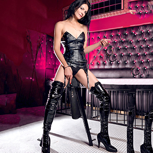 Escort Carmen Bizarr Professional Domina Mistress In Lacquer Leather Educates Men In Berlin