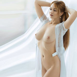 Cherry High Class Escort Ladie Berlin liebt Reizwäsche beim Sex