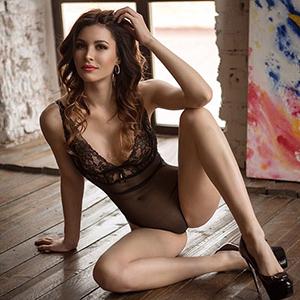 Chiara Private Hausfrau als Escort Domina in Berlin unterwegs mit Top Sex Service