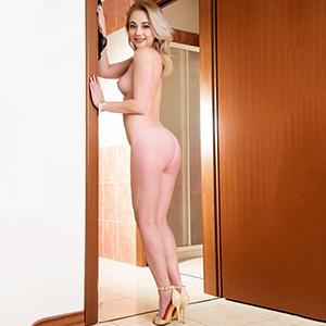 Escort Berlin Elma super Girl mit viel Leidenschaft liebt Fremdgehen bietet Sex Striptease