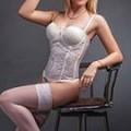 Emma freches Escort Girl in Berlin besucht in erotischen Dessous