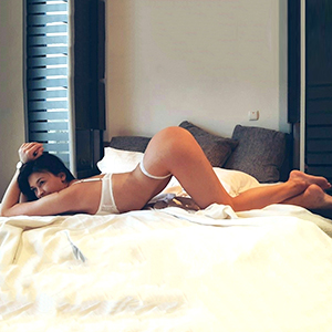 Raphaela eine Traumfrau Berlin mit zarter Figur bietet Freizeitkontakte mag Fingerspiele beim Sex