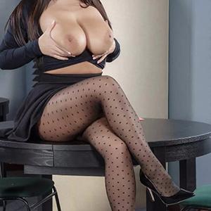 Schöne Dame Everika bietet umfangreichen Sex Service