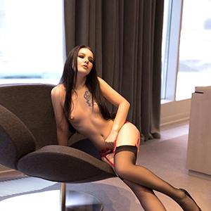 Privatmodelle Berlin Glorija zierliches Escort Girl in Strapsen Sex in allen Stellungen