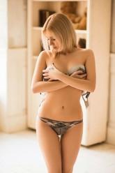 Hanna – Süßes zierliches Callgirl macht Hotel oder Hausbesuche