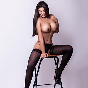 La-Perla erotische Dame mit großer Oberweite liebt Sex im Hotel