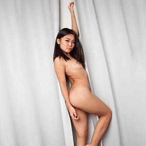 Escort Asien Ladie Heidy sucht Sexbekanntschaften in Berlin liebt Vibratorspiele