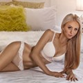 Sexy Kathalina blonde flexible Escort Ladie mit kleinen Hintern in Berlin