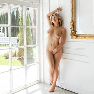 Katrina natürliche Escort Schönheit mit harten Brustwarzen sucht Sex Dates in Berliner Hotels