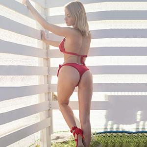 Lea exlegante Escort Dame mit umfangreichen Sex Service in Berlin diskret bestellen
