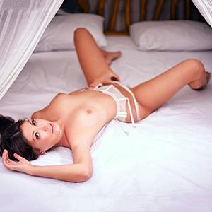 Escort Callgirl Megi schöne Brüste sexy Beine bei Privatmodelle Berlin mit Top Service