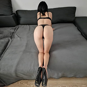 Amateur Model Melina likes to make house or hotel visits with stripping service via the escort agency Berlin