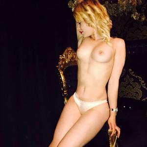 Micky sexy Escort Teenie mit Goldbraunen Haaren & Top Service