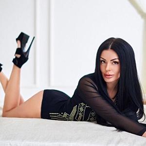 Escort Berlin Ladie Miriam Schmollmund Oral Sex mit Gummi im Hotel