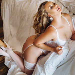 Miriam Beautiful Glamor Lady Is On Dating And Multiple Sex With Escort Berlin