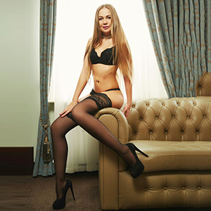 Monica Escort blondine in Berlin mit Domina Service diskret bestellen
