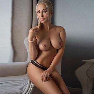 Prostituierte Olivija Blond liebt intimen treffen mit tiefe Küsse mit Zunge Service bei der Begleit Agentur Berlin