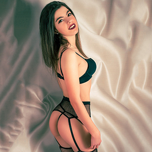 Premium Escort Model Berlin Ana freizügig flexibel bietet Sexmassage