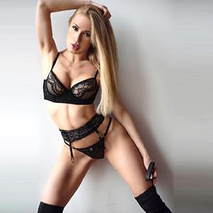 Guilia Top Callgirl in Berlin zierliche Körper Blond sucht Mann