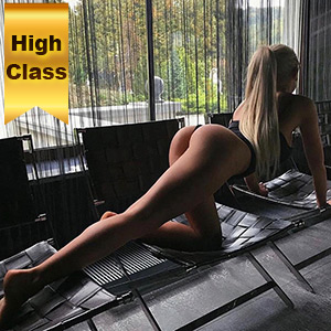 Privat High Class Model Berlin Ravena mit Online Video bietet Sex
