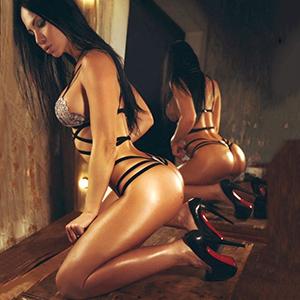 VIP High Class Ladie Berlin Ronny hat Schmollmund feste Titten jetzt Sex Date im Hotel vereinbaren
