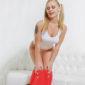 Blonde Hostesse in Berlin Ronya mit erotischen Blaselippen sucht Sex Erotik