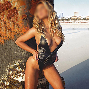 Sabiene First Class Escort Ladie Berlin Sex Service Männerüberschuss im Hotel