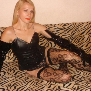 Domina Ladie Sandea in Berlin