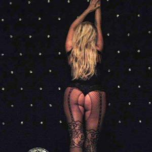Sarah Hobbyhure mit erotischen langen Beinen bei der Escort Agentur in Berlin