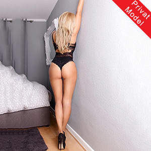Sarah Elite Escort Hure in Berlin Full Sex Service Domina Anal Sklavia