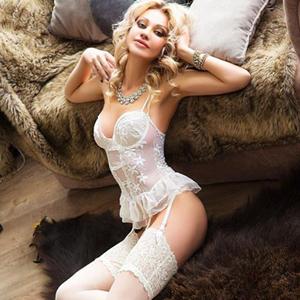Privatmodelle Berlin mit langen Beinen & Sexy Dessous Stella über Escortagentur buchen