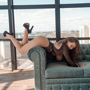 Promi Frau Summer kommt auch bei kurzfristigen Sex Bestellungen für Handentspannung Service bei Berlins Modelagentur