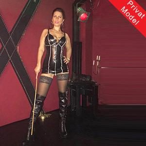 Sklavia Escort Huren Susanna sexy Körper Devote Service Berlin