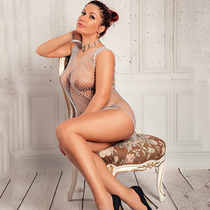 Single Girl Suzanna Top book at short notice for house, hotel or office service via Escort Berlin