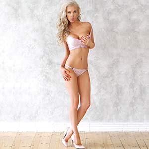 Zierliches Top Model Sylvia super Sex Escortservice in Berlin besucht auch Paare