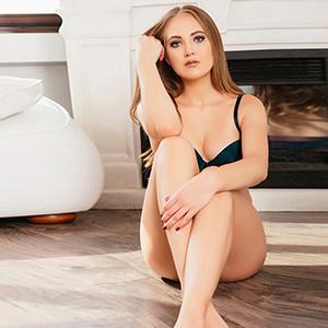 Escort Hookers Berlin Veronika Brunette Beautiful Tits Makes Couple Sex Doctor Games