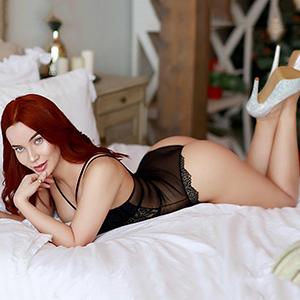 Elegante Escort Dame Xana mit roten Haaren diskrete Klienten besuche bei Sex Termine