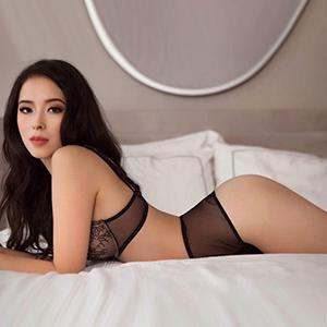 Liebevolle Escort Ladie Yumi Asien in Berlin wartet auf Verabredung zum romantischen Sex Date